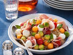 Découvrez la recette Salade de quinoa aux billes multicolores sur cuisineactuelle.fr.