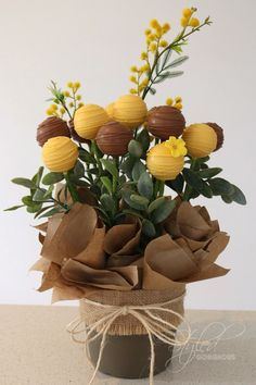 RUSTIC BLOOMS edition - A dozen freshly made cake pops set in a simplistic and charming floral style arrangement with a keepsake earthenware plant pot. A unique special gift to spoil that special someone. Popular gift for birthdays, anniversary, get well, graduation or just as an expression of your love and appreciation and say I LOVE YOU!.    Includes: 12 x cake pops with swirls - 6 x brown (fine milk chocolate) and 6 x contrasting colour of your choice. Cake flavour of your choice…