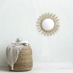 Vinti papel pintado | Paredes a todo color.  Decora tus paredes con el papel Vinti, un precioso diseño formado por un patrón floral de apariencia desgastada en verde grisáceo que quedará genial en tus estancias. ¡Te encantará el resultado!  *Precio por unidad de rollo.