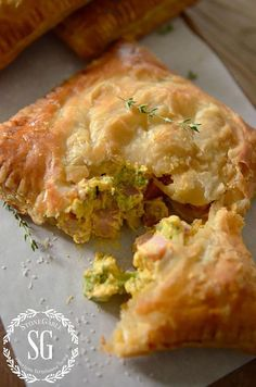 These hand pies employ puff pastry instead of pie crust to ensure an extra flakey finish that complements the ham, broccoli and horseradish-cheese spread inside. Get the recipe at Stonegable. Cassoulet, Cannoli, Fried Pies, Savory Pastry, Savoury Pies, Puff Pastry Vegetable Tart, Brunch, Ham And Cheese, Cheese Puffs