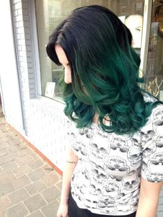 Good article about what you're getting yourself into about dying dark hair to a crazy color :) Black and dark green hair. Dark Green Hair Dye, Ombre Hair Color, Hair Color Dark, Blue Hair, Dark Hair, Teal Ombre, Ombre Green, Hair Colors, Teal Green