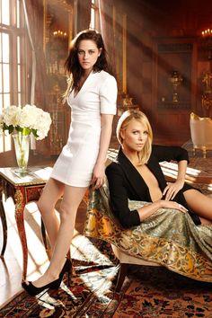 Celebrity Leg Show: Kristen Stewart & Charlize Theron Kristen Stewart Bikini, Sean Penn, Seinfeld, Robert Pattinson, Hollywood Actresses, Actors & Actresses, Hollywood Celebrities, Female Celebrities, Beautiful Celebrities