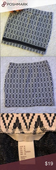 """Like New H&M Stretchy Skirt Size Medium 16 1/2""""L In like new condition. No stains or rips. No piling. Fits nice and comfy. Measurements on pictures above. Any questions pls ask me. Would take any additional pictures if desired. Bundle to save and offers are welcome :)  Smoke/Pet Free Home  Measurements Are Approximate:  •Size: Medium •Length: 16 1/2""""  •Waist: 15"""" H&M Skirts Mini"""