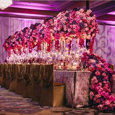 I almost can smell the roses thinking about this lush floral design! This overall design is perfection!! 😍 Floral design and #repost by @javier_valentino with @adamtrujillo @hiltonllv @youngsongmartin #weddinglinen #overthetopwedding #weddingdecor #weddingflowers #weddingcenterpiece #chaircovers #weddingchairs #weddingchaircovers #vibrantflowers #floralart