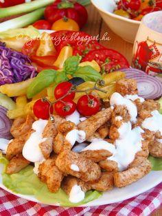 Az otthon ízei: Csirke gyros, ahogy mi szeretjük - gyros fűszerkeverékkel, 1 éjszakát pácolva Meat Recipes, Chicken Recipes, Tasty, Yummy Food, Hungarian Recipes, Light Recipes, Main Dishes, Bacon, Turkey