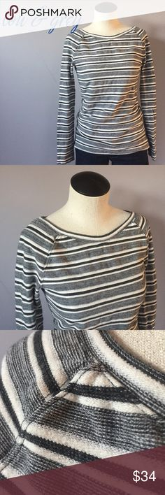 """lou & grey ticked stripe thermal raglan top Sz S🎹 Lou & grey textured stripe raglan sleeve thermal top. Long sleeves. Stripes of black, white and grey will work in so many outfits. Little side slits (about 2"""") on both sides. In like-new condition.  84% cotton 16% polyester Size Small Bundles are only 2 items! Check out my closet, filter by your size, bundle up and make an offer! There's something for everyone! Lou & Grey Tops"""