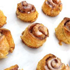 Simpele kaneelbroodjes om je vingers bij op te eten! Snack Recipes, Dessert Recipes, Cooking Recipes, Brunch, Appetizer Dishes, Love Food, Baked Goods, Delicious Desserts, Sweet Tooth