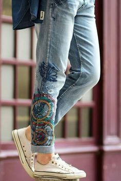 When the majority of people consider jeans, they consider a casual direction of dressing. Although a lot of the jeans are produced from denim, they might also come in a number of different fabrics. Denim Fashion, Look Fashion, Fashion Models, Womens Fashion, Fashion Trends, Street Fashion, Party Fashion, Fall Fashion, Fashion Details