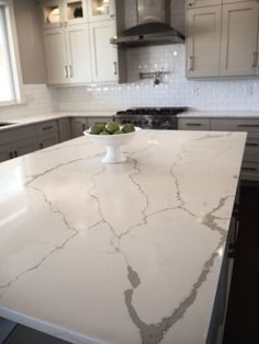Calacatta Classique Stuns With Its Gorgeous White Marble Look And - Carrera marble look alike