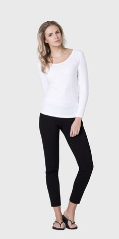 The white T-Shirt Co | 100% organic long sleeve scoop neck t-shirt