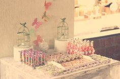 festa de aniversario de criança, primeiro aniversario, first year birthday party, festa, party, decor, decoraçao, decoration, jardim encantado, enchanted garden, birds, flowers, passaros, flores, girl party, festa de menina, doces, sweet, mesa de doces, dessert table, borboletas, butterfly.