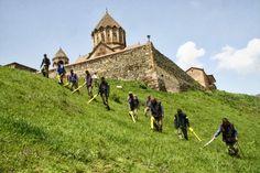 """El """"Fideicomiso de HALO"""", una organización británica que realiza remoción de minas terrestres, inició trabajos en la región Kashatagh."""