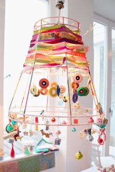 Carola Schuster's very cool lampshade - Lampshade - Dekorative Lampe Lampshade Redo, Lampshade Designs, Lampshades, Funky Lamp Shades, Wire Crafts, Diy And Crafts, Fabric Chandelier, Lamp Shade Frame, Diy Projects
