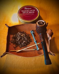 Sherlock homes tamper and peterson pipe Tobacco Pipe Smoking, Smoking Pipes, Peterson Pipes, Pipes And Cigars, Hobbit, Sherlock, Man Cave, Carving, Homes