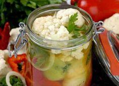 Conopidă murată pentru iarnă, la borcan – este crocantă și ușor picantă Prosciutto, Vegan Recipes, Cooking Recipes, Marinade Sauce, Chutney, Food Network Recipes, Pickles, Potato Salad, Cauliflower