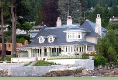 Yet another Oprah home in Vancouver, British Columbia (I think she owns 5 home all together).