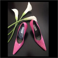 """Steve Madden Sassy Pink Crocodile Heel Beautiful petal pink crocodile embossed leather with a 4"""" chrome heel & pointed toe. Made in BrazilLike new condition-worn indoors only.Reasonable offers will be entertained Steve Madden Shoes Heels"""