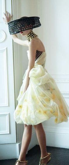 Fashion Themes, All Fashion, Couture Fashion, Vintage Fashion, Fashion Design, Paris Appartment, Italian Beauty, Vintage Couture, Designer Gowns