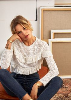 Sezane's winter collection has landed online and they're offering free express shipping in the U. The new season's looks are just as chic as we've come to expect from the Parisian cult classic… Look Fashion, Fashion Outfits, Womens Fashion, Fashion Trends, Fashion Poses, Fashion Clothes, Spring Fashion, Look Boho, Cooler Look