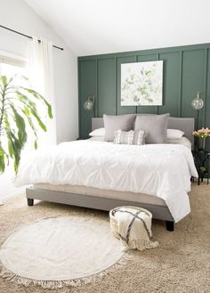 Farmhouse Tour Friday / Farmhouse style bedroom with dark green wall, white bedding, and grey throw pillows. Farmhouse Tour Friday / Farmhouse style bedroom with dark green wall, white bedding, and grey throw pillows. Green And White Bedroom, Green Master Bedroom, Green Bedroom Walls, Bedrooms With Accent Walls, Accent Wall Bedroom, Master Bedroom Color Ideas, Grey Green Bedrooms, Emerald Green Bedrooms, Green Bedroom Colors