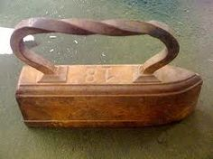 old irons images Antique Iron, Vintage Iron, Vintage Laundry, Vintage Sewing, Iron Board, Flat Iron, Wooden Handles, Old Things, Random Things