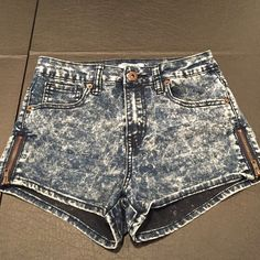 """Forever 21 shorts with zippers Stretchy and cute . 9x12  1"""" inseam Forever 21 Shorts"""