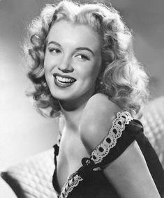 Dazzling Divas: Rare Photos of Marilyn Monroe Joven Marilyn Monroe, Marilyn Monroe Fotos, Young Marilyn Monroe, Norma Jean Marilyn Monroe, Marlene Dietrich, Portrait Studio, Portrait Photo, Greta, Lazy Outfits