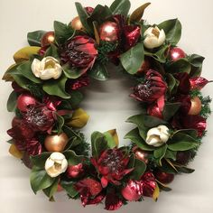 Magnolia leaves my Christmas favourite combined with all the key trends of 2018. Botanicals, rose gold and Australiana. Xmas Wreaths, Grapevine Wreath, Magnolia Leaves, Sunflower Wreaths, All Things Christmas, Christmas Decor, Christmas Ideas, How To Make Wreaths, Wreath Ideas