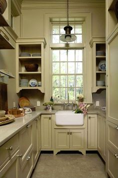 Small kitchen pantry with Rohl farmhouse sink, lowcountry Charleston style Farmhouse Kitchen Inspiration, Small Farmhouse Kitchen, Colonial Kitchen, Cottage Kitchens, Primitive Kitchen, Home Kitchens, Farmhouse Design, Narrow Kitchen, Kitchen Small