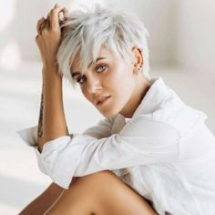 Yulia Short Hairstyles - 1 - - New Hair Styles Grey Hair Dye, Short Grey Hair, Short Blonde, Short Hair Cuts For Women, Grey Short Hair Styles, Platinum Blonde Pixie, Short Choppy Hair, Shaggy Hair, Curly Short