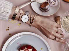 Holiday-Set von Rosefield | ELLE Daniel Wellington, Watches, Accessories, Store, Holiday, Good Vibes, Clocks, Signet Ring, Games