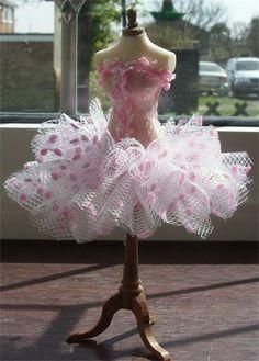 SOLD : Ballet polka dot tutu on mannequin Ballet Russe, Fabric Feathers, Dress Form Mannequin, Fairy Clothes, Mini Vestidos, Ballet Costumes, Barbie Clothes, Mannequins, Fancy Dress