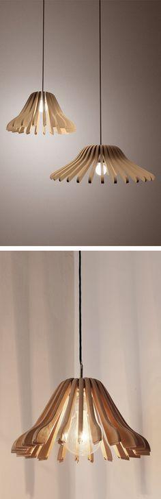 Usa los ganchos de ropa que ya no te sirvan para crear una bonita lámpara
