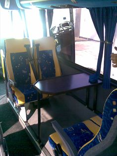 Minibus con mesas Corner Desk, Furniture, Home Decor, Mesas, Corner Table, Decoration Home, Room Decor, Home Furnishings, Home Interior Design