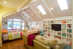 Epic guest room!  wow...talk about a fun room for sleepovers!