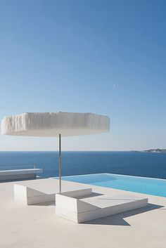 Modern Pool Designs and 3 Things Every Pool Owner Should Know – My Life Spot Minimalist Architecture, Architecture Design, Architecture Interiors, Exterior Design, Interior And Exterior, Outdoor Spaces, Outdoor Living, Casa Top, Moderne Pools