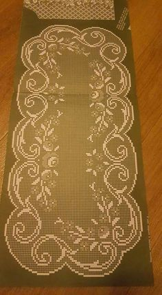 This Pin was discovered by Özn Annie's Crochet, Crochet Dollies, Fillet Crochet, Crochet Mittens, Crochet Doily Patterns, Crochet Home, Irish Crochet, Crochet Stitches, Crochet Table Runner