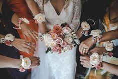 #damasdehonor #bridesmaids #lacabinaroja #fotografosbodaasturias #bodasasturias #weddingphotography #destinationwedding #picoftheday #bodasconencanto