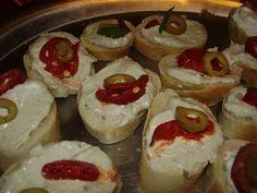 Suroviny smícháme a máme hotovo :-) Holidays And Events, Ham, Sushi, Pesto, Cheesecake, Food And Drink, Appetizers, Favorite Recipes, Ethnic Recipes