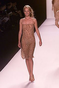 Michael Kors Collection Spring 2000 Ready-to-Wear Fashion Show - Amber Valletta, Michael Kors Amber Valletta, Michael Kors Collection, Designer Collection, Ready To Wear, Fashion Show, Summer Outfits, Vogue, Gowns, Formal Dresses