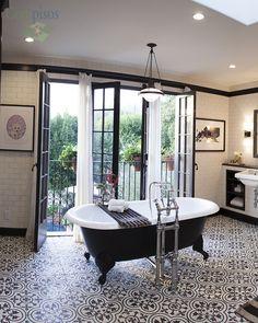 Compartimos contigo este precioso #baño en #blancoynegro con instalación de nuestro #mosaico #Clunny por #diseñointerior #dierdredohertydesigns.