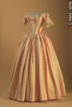 Dress, ca 1840, New Brunswick Museum  long waist and lacing
