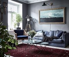 Persian rug and blue sofa. Grey walls and green plants, livingroom. Scandinavian interior styling and ideas how to decorate the blue sofa. Living Room Scandinavian, Modern Farmhouse Living Room Decor, Cozy Living Rooms, Living Room Grey, Living Room Interior, Living Room Furniture, Scandinavian Interior, Modern Living, Scandinavian Apartment