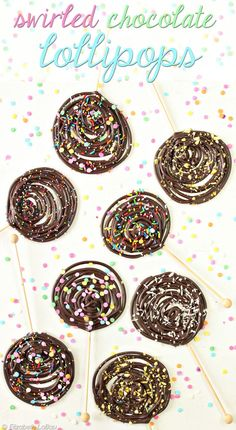 Swirled Chocolate Lollipops - so easy and so fun! This is a great candy for the kids to help with, too!
