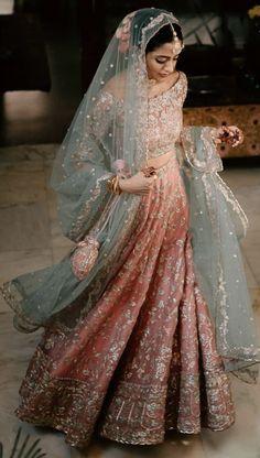 Beautiful Pakistani Dresses, Pakistani Dresses Casual, Pakistani Wedding Dresses, Indian Wedding Outfits, Bridal Outfits, Indian Dresses, Kebaya Wedding, Desi Wedding Dresses, Nikkah Dress