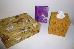 grande boîte, carnet et boîte à mouchoirs