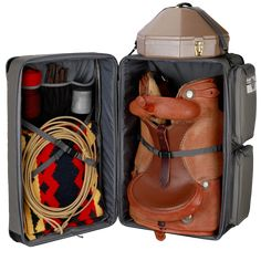 Horse tack trunk, western saddle trunk - Travel Bag Western Silver - HORSE AND TRAVELYou can find Horse saddles and more on our website. Western Saddle Pads, Western Horse Tack, Horse Barns, Western Saddles, Horse Stalls, Horse Horse, Breyer Horses, Reining Horses, Barrel Racing Tack