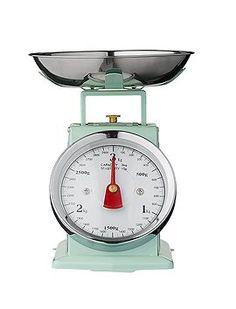Klassische Küchenwaage in mint. Die Waage ist maximal bis zu drei Kilo geeignet, von Bloomingville.