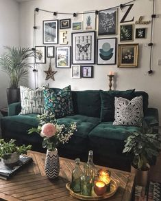 A comfy couch, a gallery wall, bright pillows - all the makings of a beautiful living room by 😍👏⠀ . Living Room Green, Boho Living Room, Living Room Sofa, Apartment Living, Gallery Wall Living Room Couch, Art For Living Room, Small Living, Modern Living, Green Apartment
