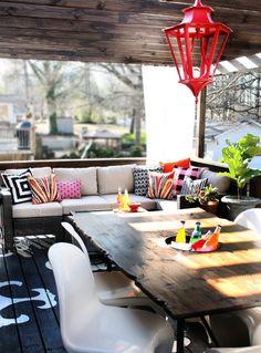 Já foi o tempo em que varanda é apenas um pequeno espaço na casa. Versátil, a varanda pode servir para uma área verde, e ao mesmo tempo o ambiente ideal para receber os amigos e colocar o papo em dia. Confira essa seleção e mude já a sua decoração.